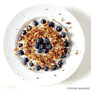 Vanillequark mit Blaubeeren und Knuspis